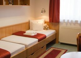 uni-hotel prices